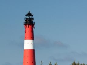 Der Leuchtturm von Hörnum auf Sylt vom Wasser aus gesehen